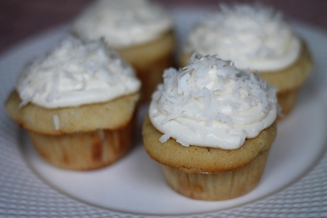 Coconut Cupcakes|Two Delightedblog