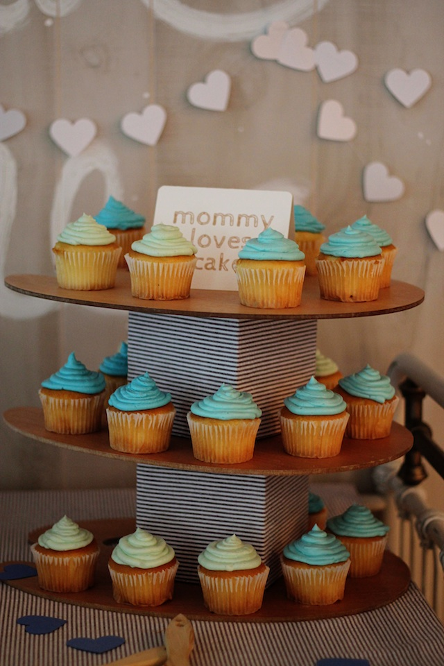 LRT Gender Reveal cupcakes | Two Delighted